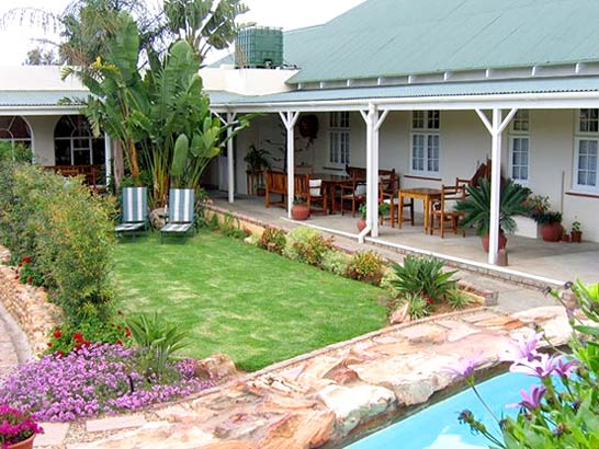 Accommodation oudtshoorn south africa best little guest house for Best houses in south africa pictures